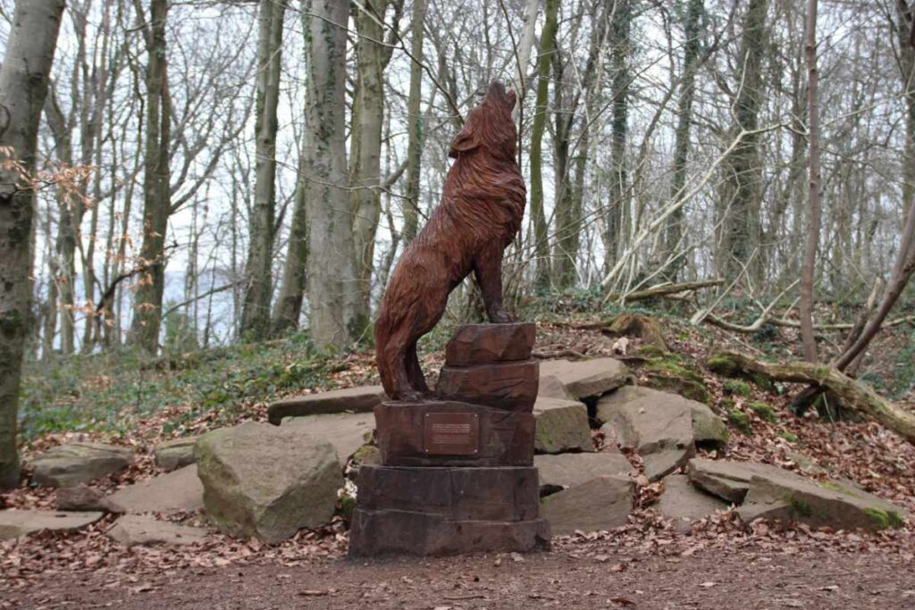 Wooden sculpture of a howling wolf