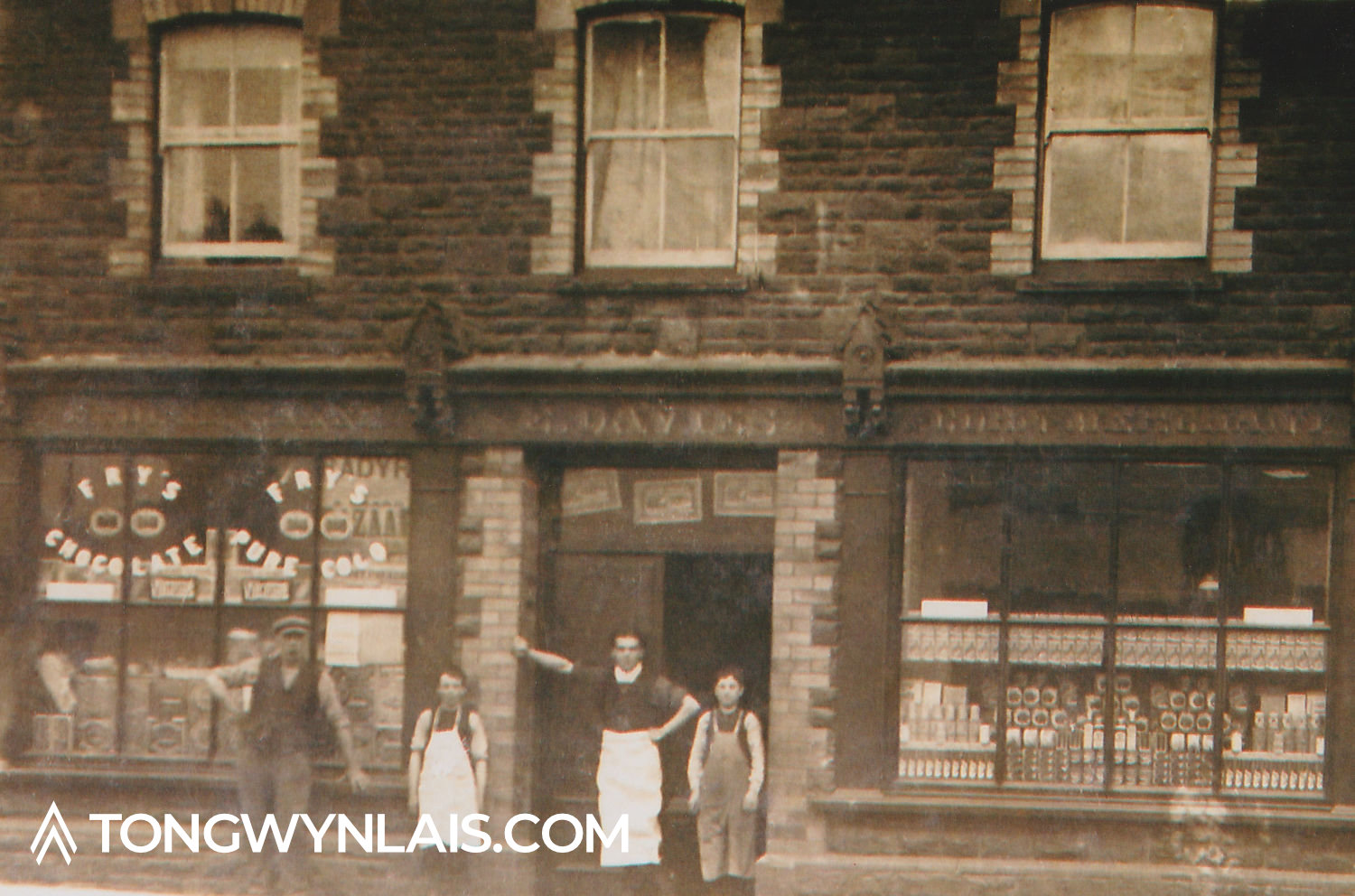 Old photo of shop on Mill Road, Tongwynlais with staff posing outside