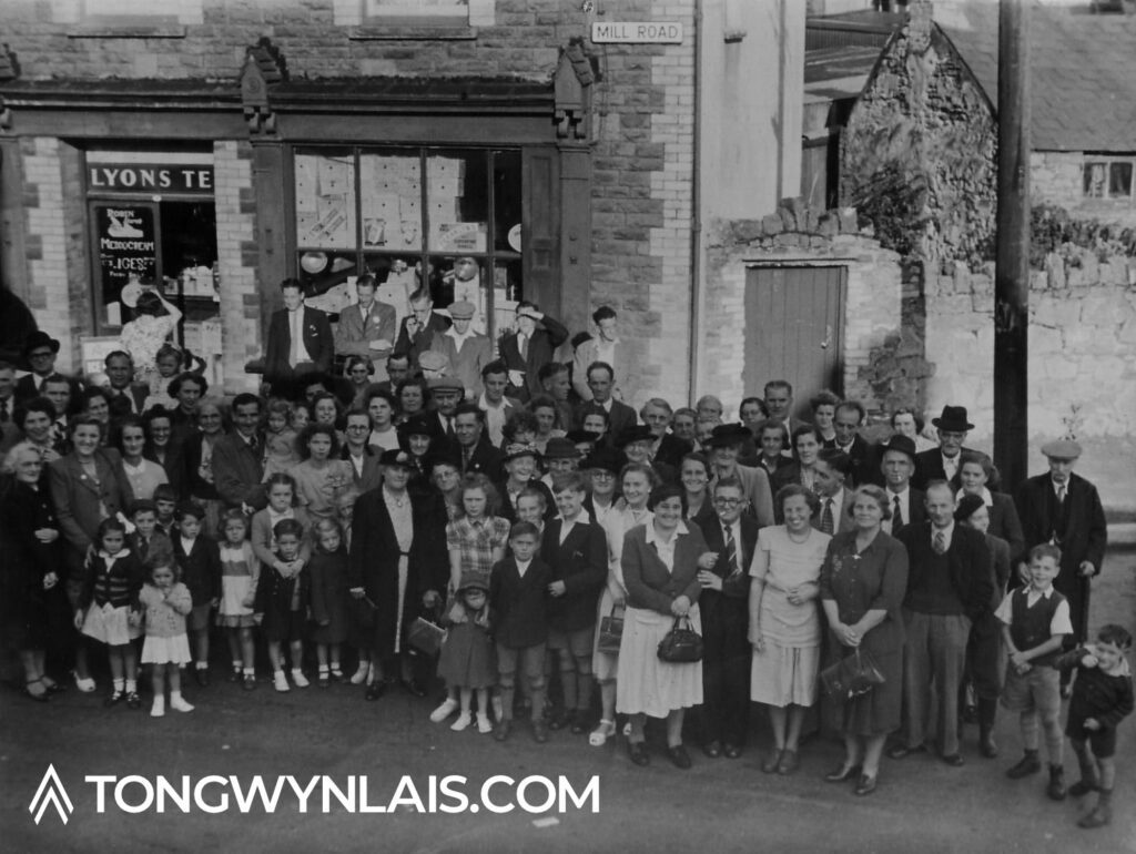 Old photo of shop on Mill Road, Tongwynlais with crowd of people posing